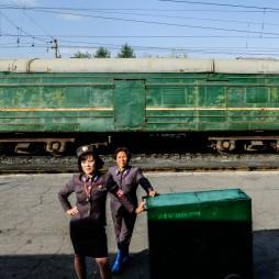 Einreise mit dem Zug, namenlose Bahnhöfe.