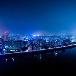 Pjöngjang bei Nacht mit dem Fluß Taedong