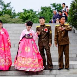 Hochzeitspaare im Park