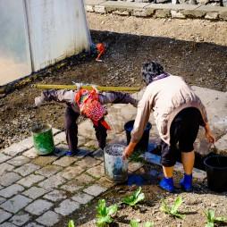 Der Brunnen der Kooperative, ein Loch im Boden