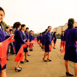 Pjöngjanger Bürger bejubeln die erfolgreichen Teilnehmer der Asian Games in Südkorea.